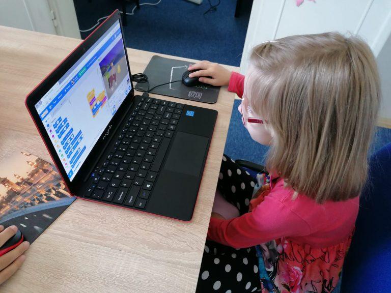 Lecția demonstrativă de programare pentru copii organizată de IOTESA Kids la Discovery Smart Kids Club Timișoara 1