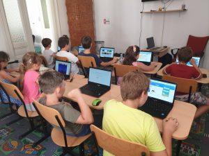Curs de programare pentru copii IOTESA Kids la Fritzi Afterschool Timișoara - Joaca de-a îmbrăcatul1
