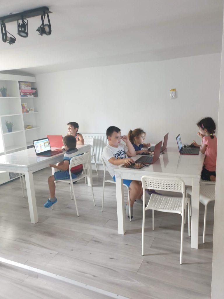Cursul de programare cu Iotesa Kids la Afterschool Exploratorii Cunoașterii Timișoara - Săptămâna artelor spectacolului2