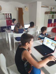 Cursul de programare cu Iotesa Kids la Afterschool Exploratorii Cunoașterii Timișoara - Săptămâna artelor spectacolului1