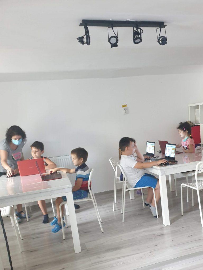 Cursul de Programare cu Iotesa Kids la Exploratorii Cunoașterii - anotimpurile1
