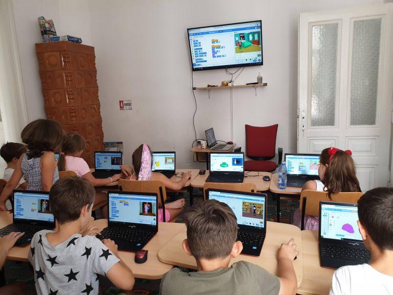 Cursul de programare cu Iotesa Kids la Fritzi After School Timișoara - joaca de-a îmbrăcatul partea 23