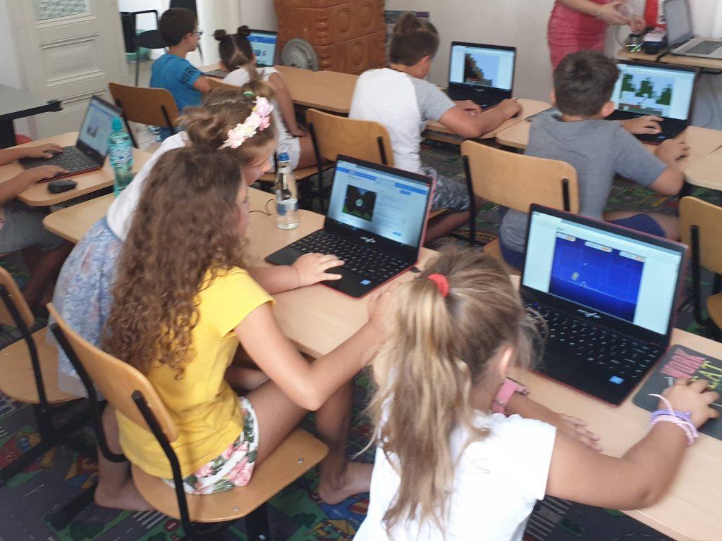 Curs programare pentru copii cu Iotesa Kids la Fritzi After School Timișoara - Trecerea anotimpurilor4