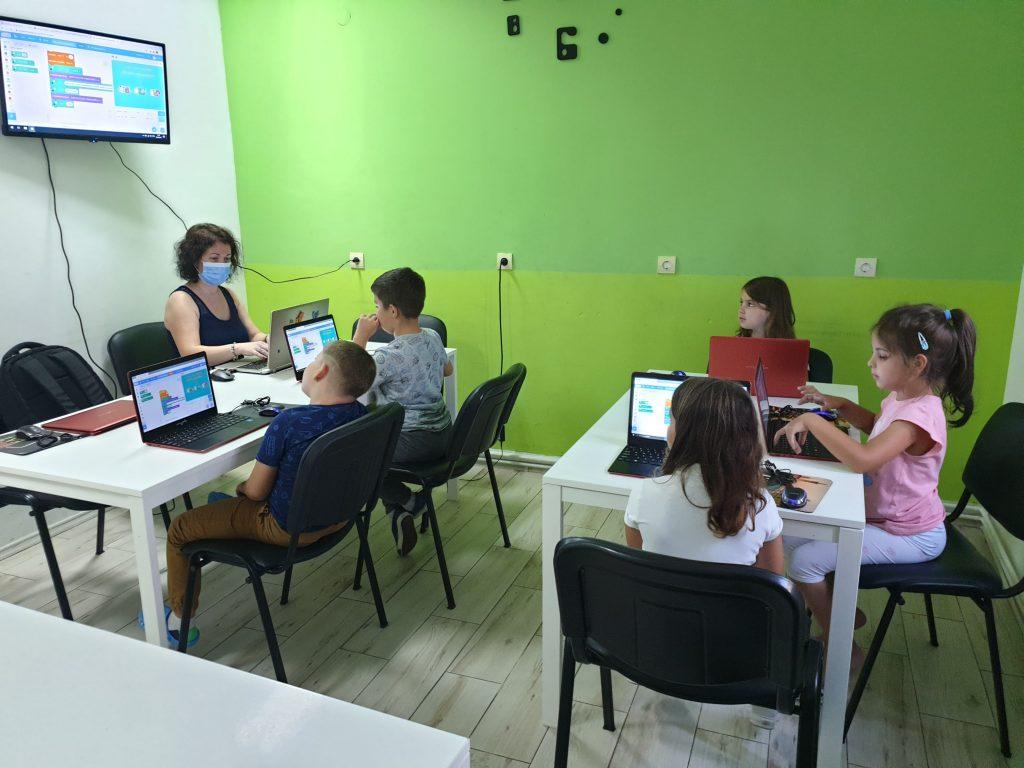 Curs de programare cu Iotesa Kids la Adventures After School - Saptamana Educatiei Financiare2