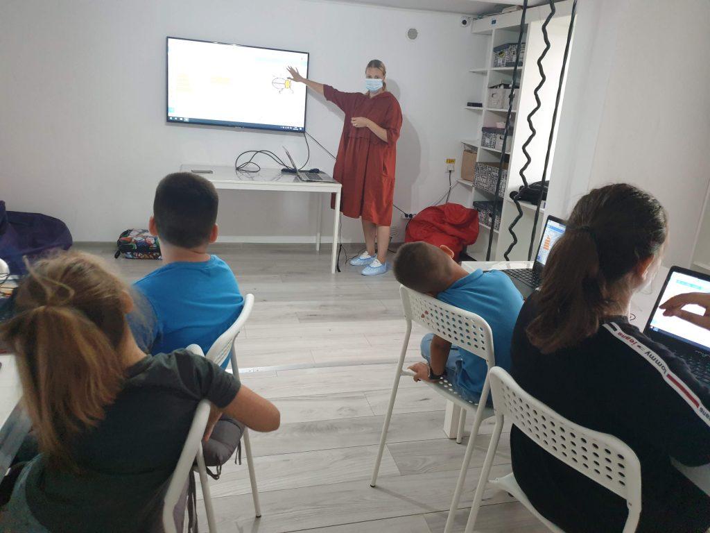 Curs de programare cu Iotesa Kids la Afterschool Exploratorii Cunoașterii Timișoara - Jocul cu animale2