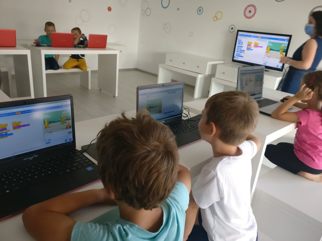 lectia-demonstrativa-de-programare-cu-iotesa-kids-la-aa-attitude-mosnita-noua4
