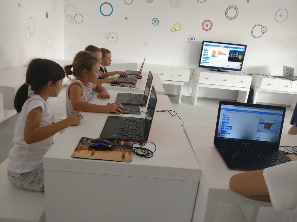 lectia-demonstrativa-de-programare-cu-iotesa-kids-la-aa-attitude-mosnita-noua2