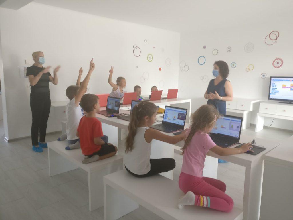lectia-demonstrativa-de-programare-cu-iotesa-kids-la-aa-attitude-mosnita-noua3