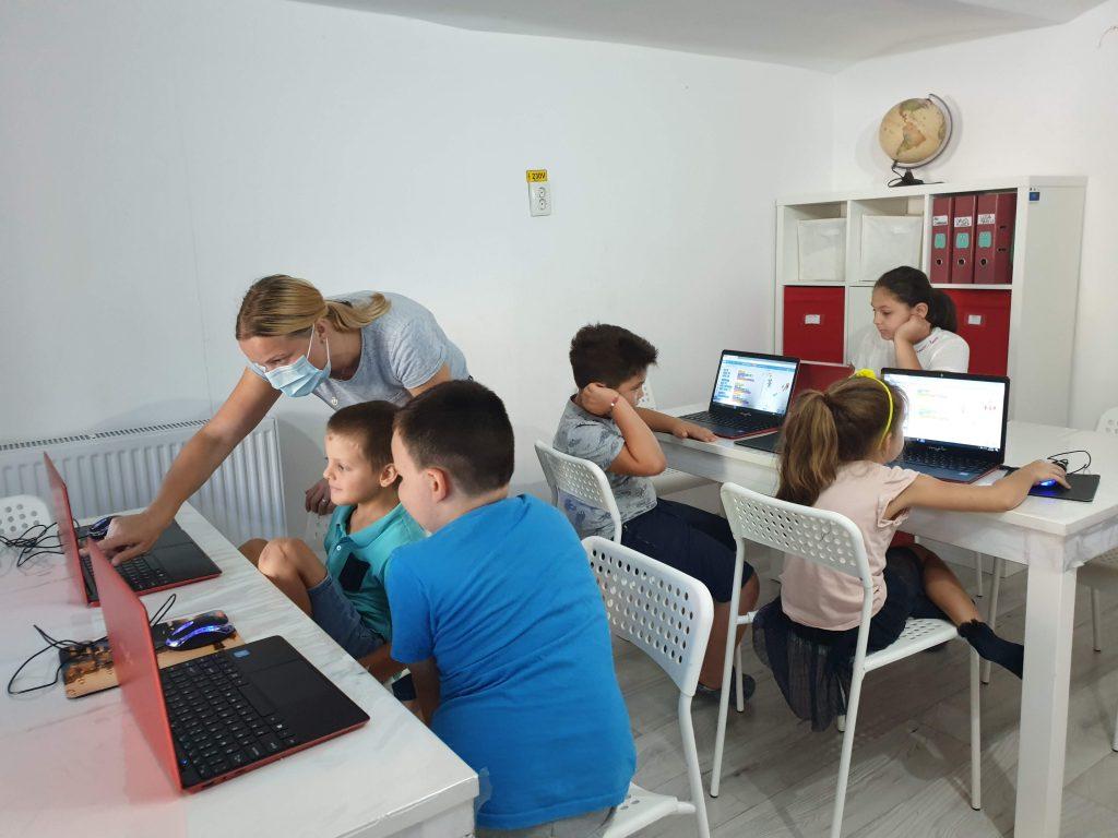 Curs de programare cu Iotesa Kids la Afterschool Exploratorii Cunoașterii Timișoara - Jocul meseriilor2