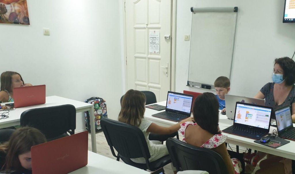 Curs de programare cu Iotesa Kids la Adventures After School Timișoara - Computerul și ajutoarele lui4