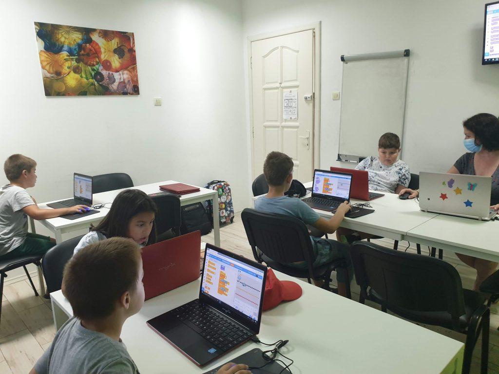 Curs de programare cu Iotesa Kids la Adventures After School Timișoara - Computerul și ajutoarele lui6