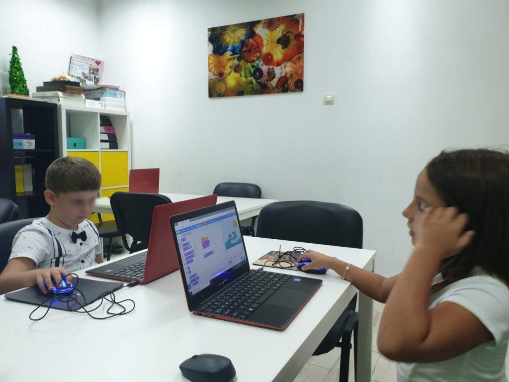 Curs de programare pentru copii cu Iotesa Kids la Adventures After School Timișoara - Animație cu barca pe mare5