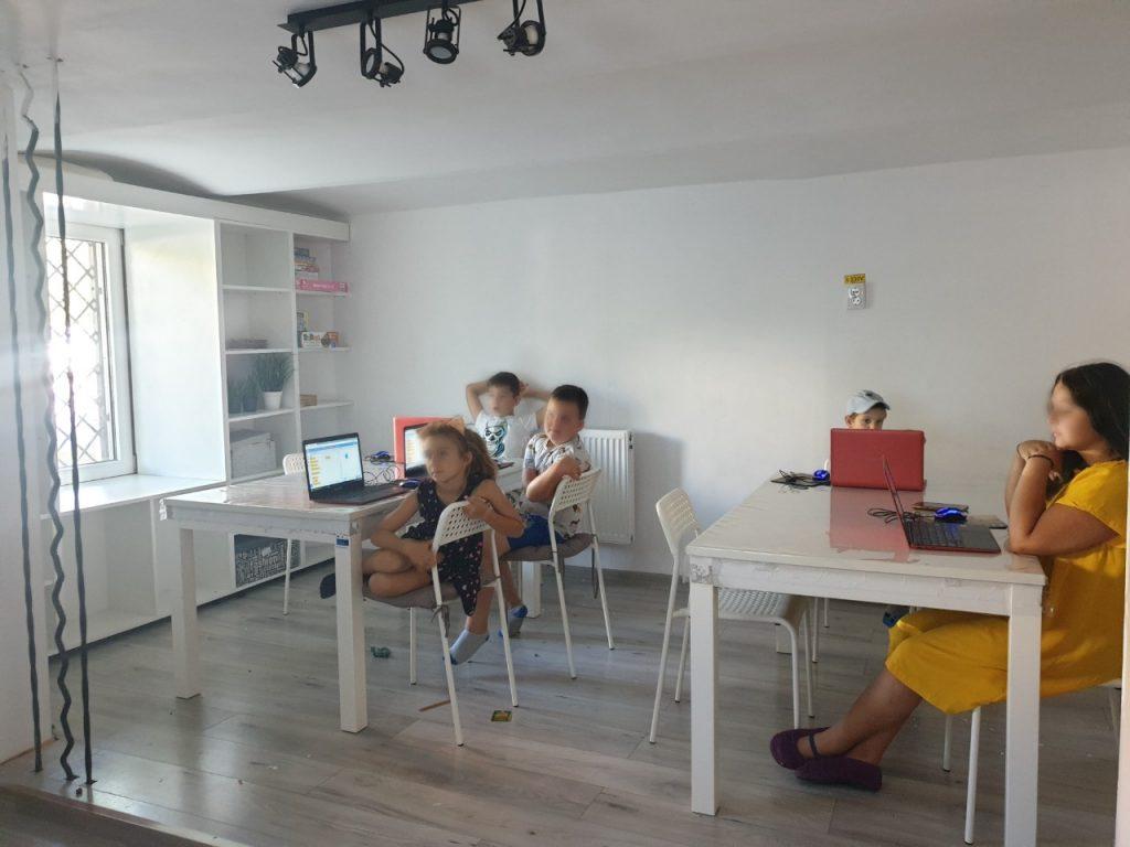 Curs de programare pentru copii cu Iotesa Kids la Afterschool Exploratorii Cunoașterii Timișoara - Jocul cu baloane2