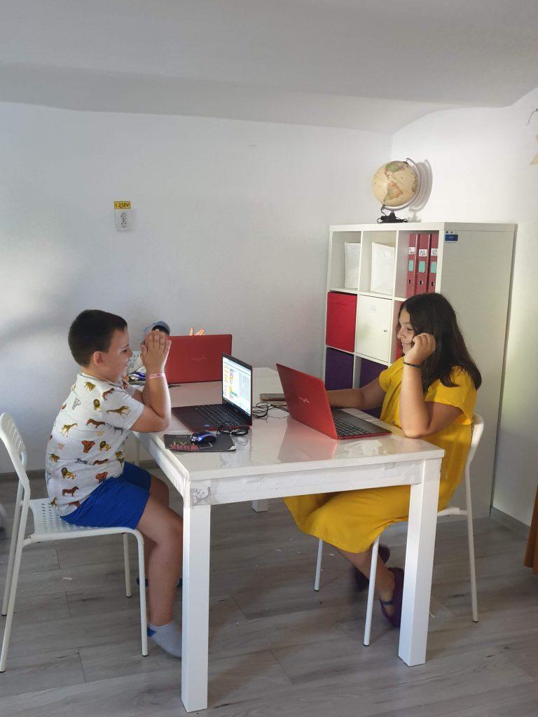 Curs de programare pentru copii cu Iotesa Kids la Afterschool Exploratorii Cunoașterii Timișoara - Jocul cu baloane5