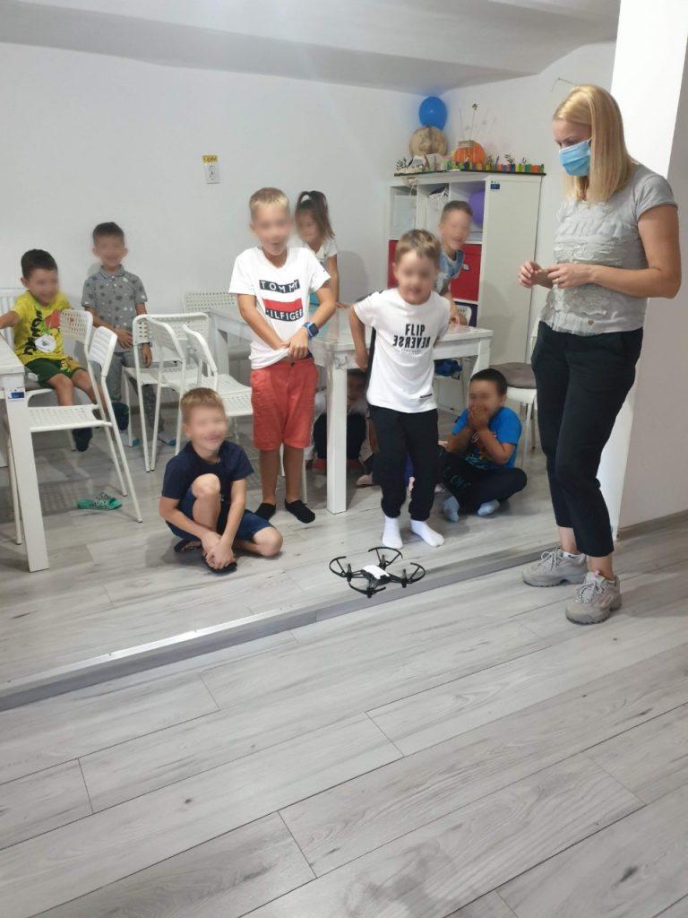 lectia-demonstrativa-de-programare-pentru-copii-cu-iotesa-kids-la-afterschool-exploratorii-cunoasterii-timisoara-pregatiri-pentru-noul-an-scolar2