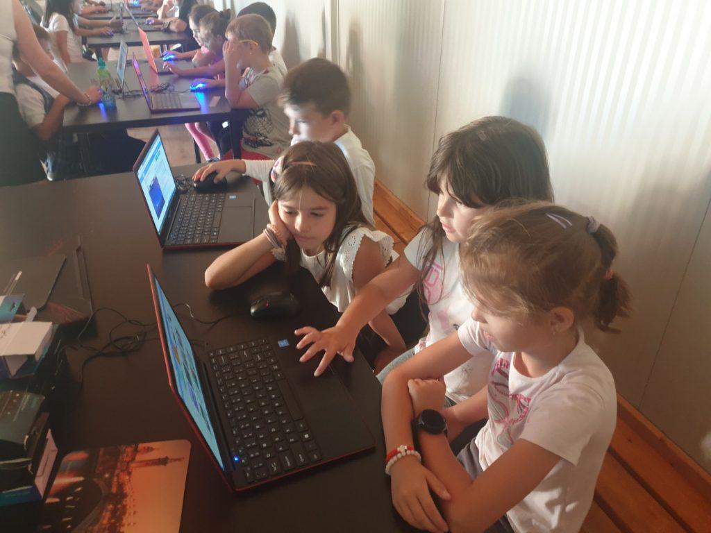 Lecția demonstrativă de programare cu Iotesa Kids la After School Adventures Timișoara - Programare drona5