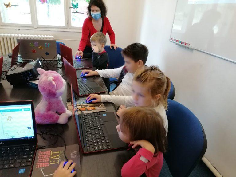 lectia-demonstrativa-de-programare-pentru-copii-iotesa-kids-la-discovery-smart-kids-club-timisoara-a-doua-prezentare3