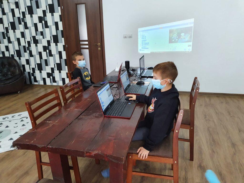 curs-programare-copii-iotesa-kids-la-das-kindernest-afterschool-giroc-animatie-cu-astronauti2