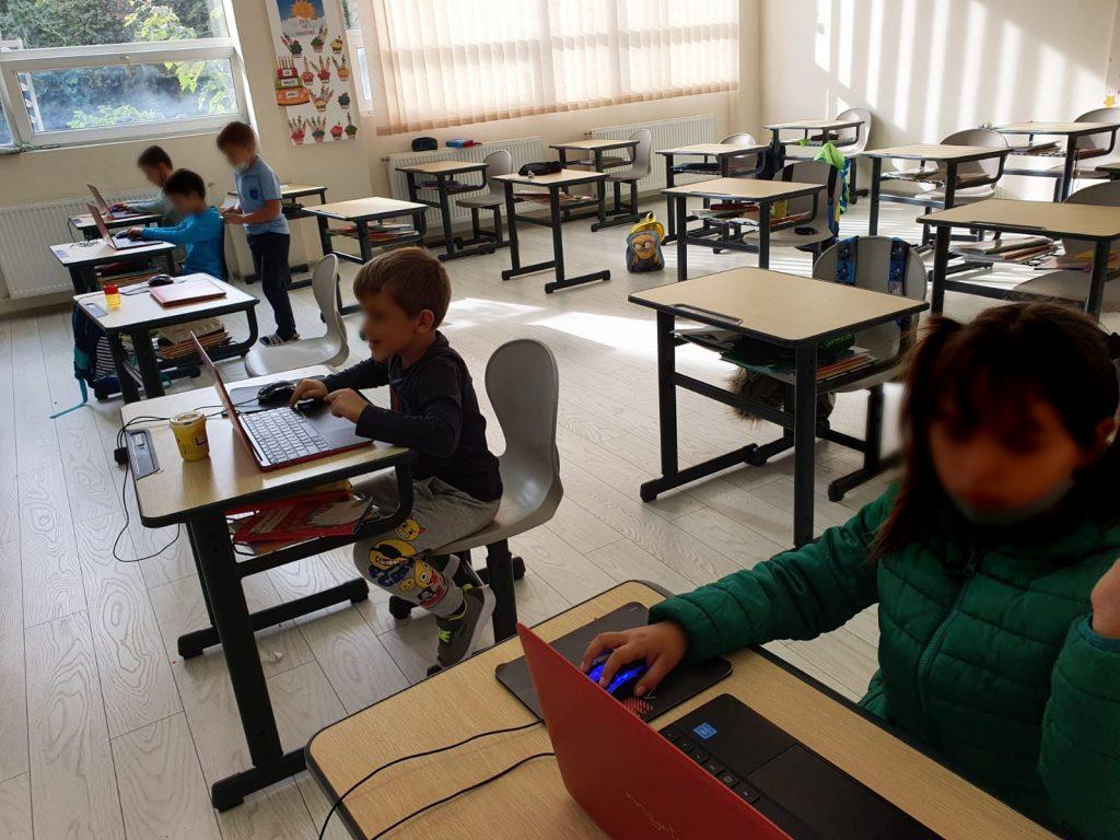 curs-programare-copii-cu-iotesa-kids-la-academia-elim-timisoara-animatie-interactiva1