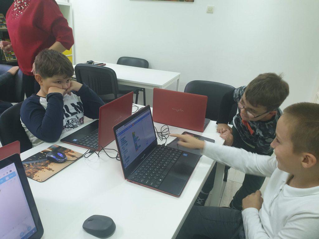 curs-de-programare-pentru-copii-cu-iotesa-kids-la-adventures-after-school-timisoara-extensia-stilou1
