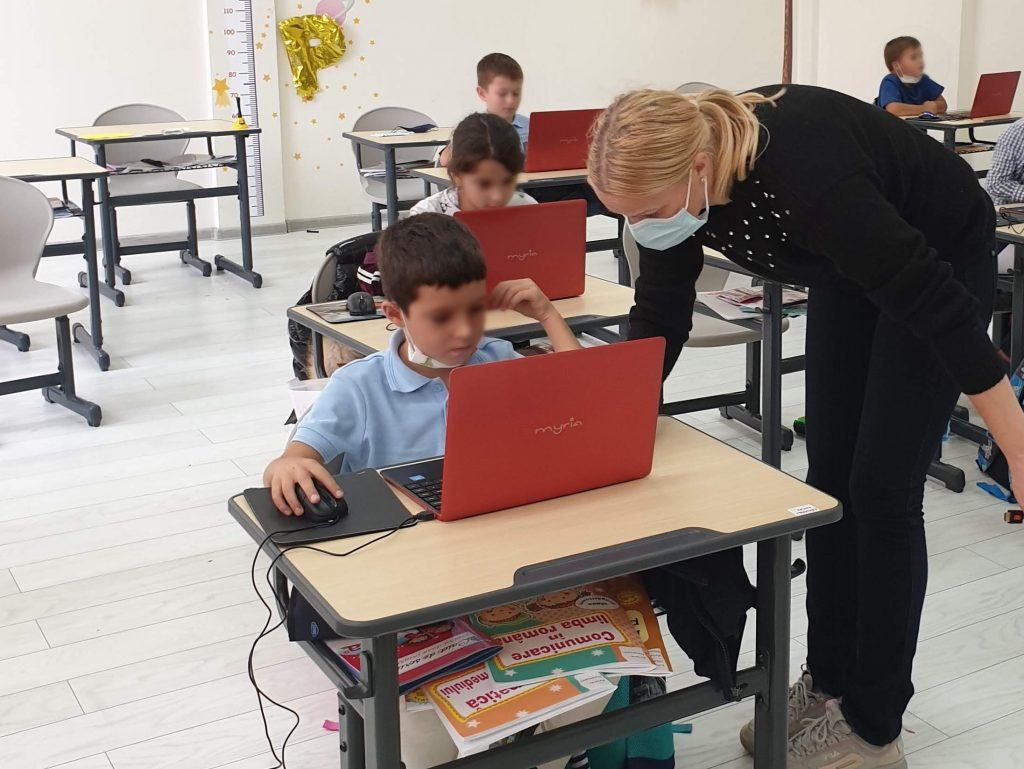 lectia-demonstrativa-de-programare-pentru-copii-iotesa-kids-la-academia-elim-timisoara2