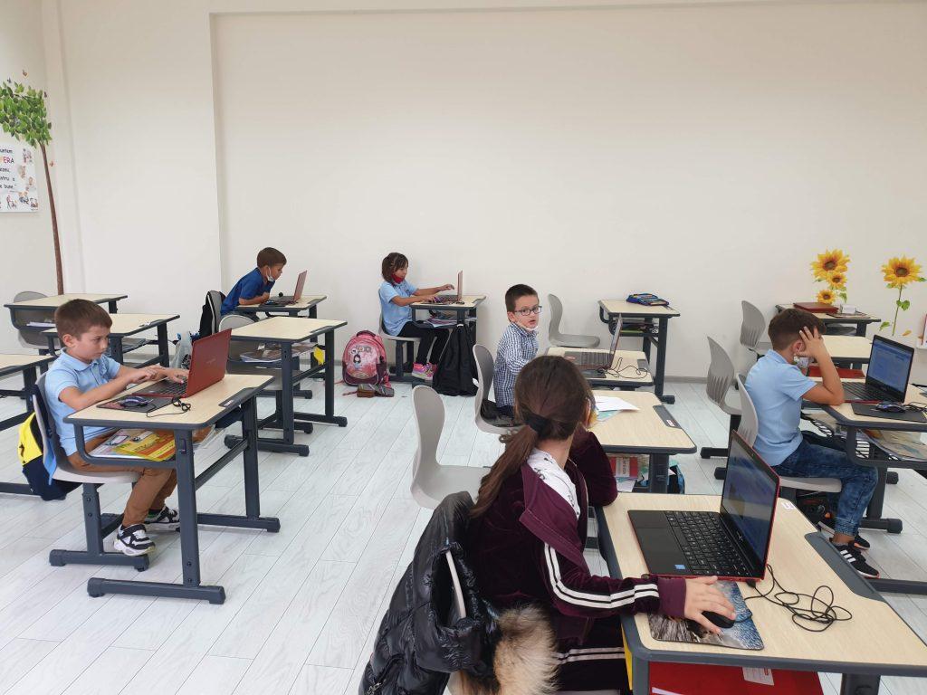 lectia-demonstrativa-de-programare-pentru-copii-iotesa-kids-la-academia-elim-timisoara3