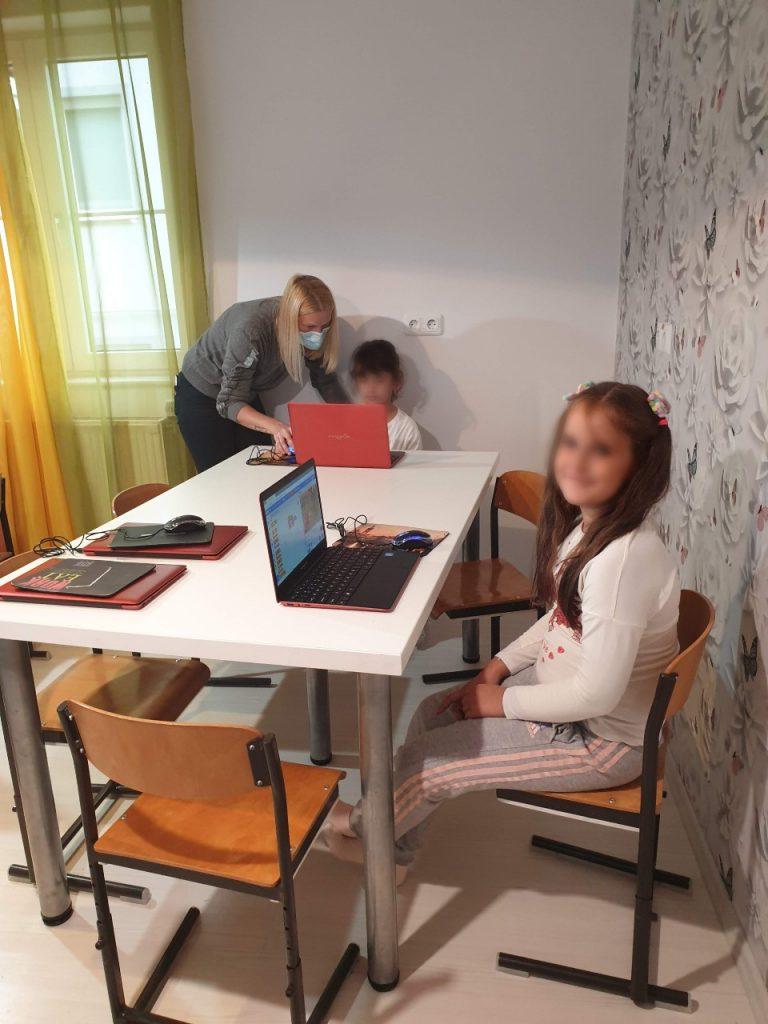 curs-de-programare-pentru-copii-cu-iotesa-kids-la-edes-after-school-timisoara-personaje-in-dialog4