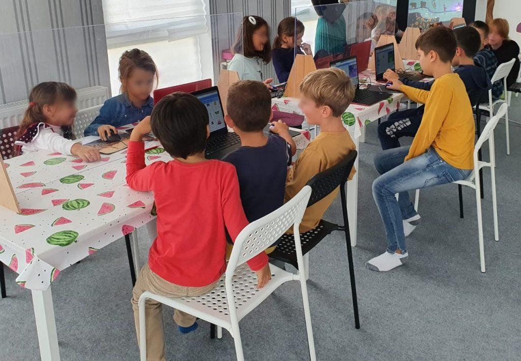 curs-programare-copii-demonstrativ-cu-iotesa-kids-la-centrul-educational-martinel-dumbravita1