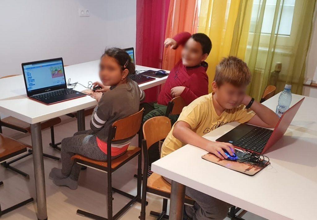 curs-de-programare-pentru-copii-cu-iotesa-kids-la-edes-after-school-timisoara-animatie-interactiva-1