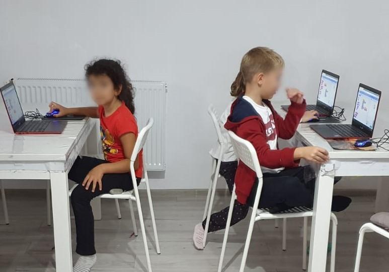 curs-de-programare-pentru-copii-cu-iotesa-kids-la-exploratorii-cunoasterii-timisoara-calculatorul-si-componentele-lui3