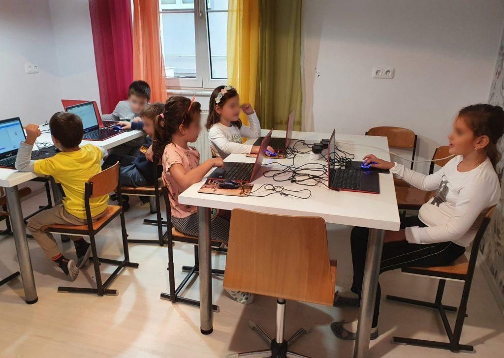 curs-de-programare-pentru-copii-cu-iotesa-kids-la-edes-after-school-timisoara-animatie-interactiva-2