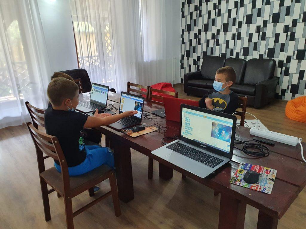 curs-programare-copii-iotesa-kids-la-das-kindernest-afterschool-giroc-animatie-cu-astronauti1