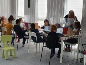 curs-programare-copii-demonstrativ-cu-iotesa-kids-la-centrul-educational-martinel-dumbravita3