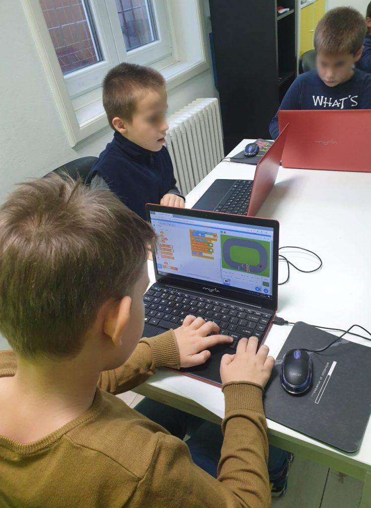 curs-programare-copii-cu-iotesa-kids-la-after-school-adventures-timisoara-animatie-dress-up4