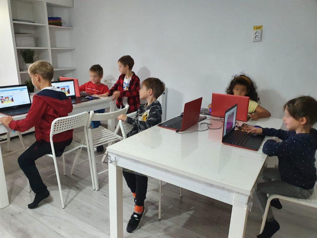 curs-programare-copii-cu-iotesa-kids-la-exploratorii-cunoasterii-timisoaraanimatii-cu-navigatori3