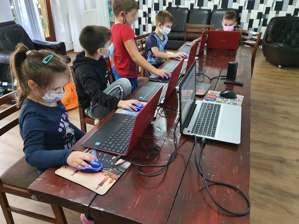 curs-programare-copii-iotesa-kids-la-das-kindernest-afterschool-giroc-jocul-cu-alimente1