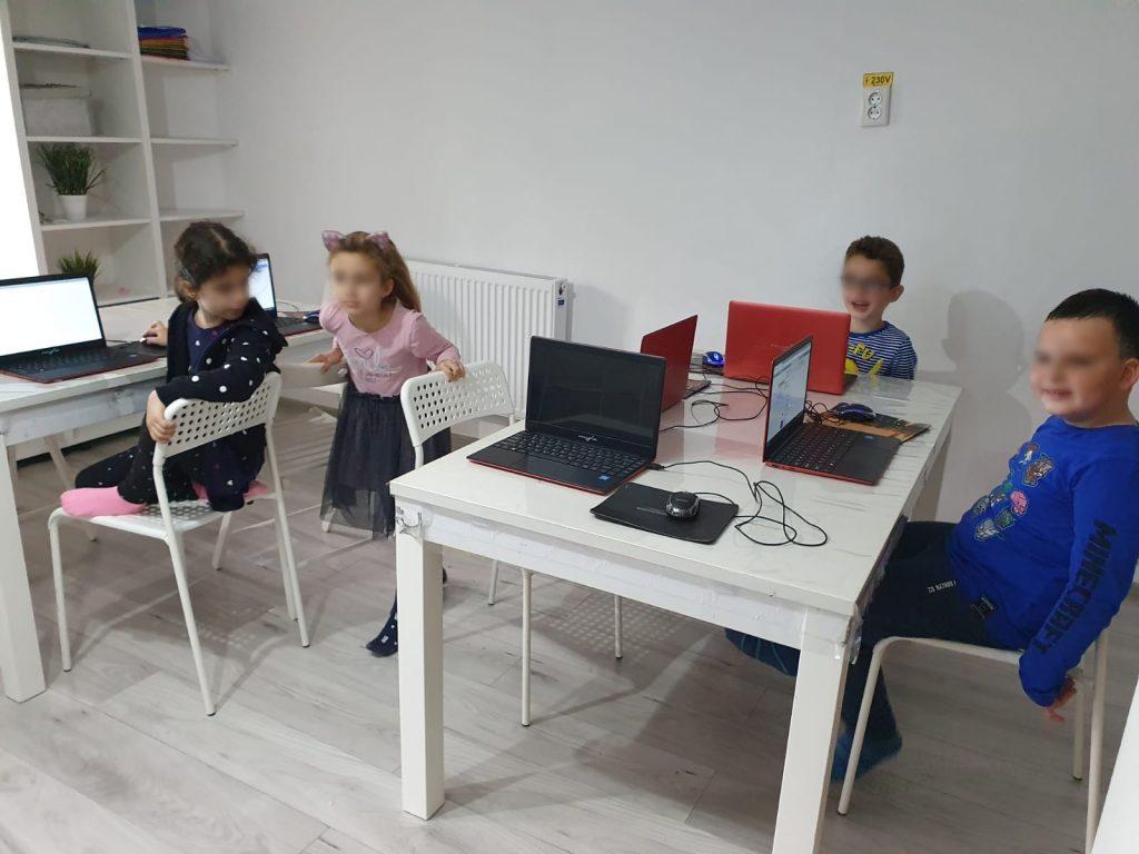 curs-programare-copii-cu-iotesa-kids-la-exploratorii-cunoasterii-timisoaraanimatii-cu-navigatori1