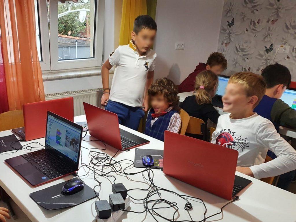 curs-programare-copii-cu-iotesa-kids-la-edes-after-school-timisoara-jocul-cu-mancarea1