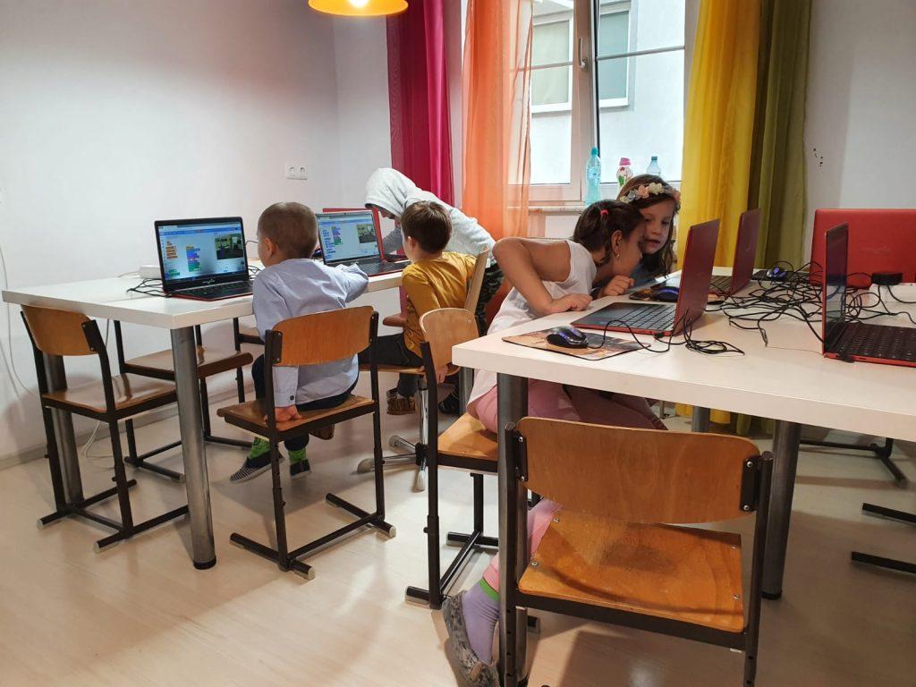 curs-programare-copii-cu-iotesa-kids-la-edes-after-school-timisoara-jocul-cu-mancarea2