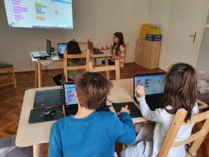 curs-programare-copii-demonstrativ-cu-iotesa-kids-la-cuib-after-school-timisoara-o-noua-locatie-partenera3