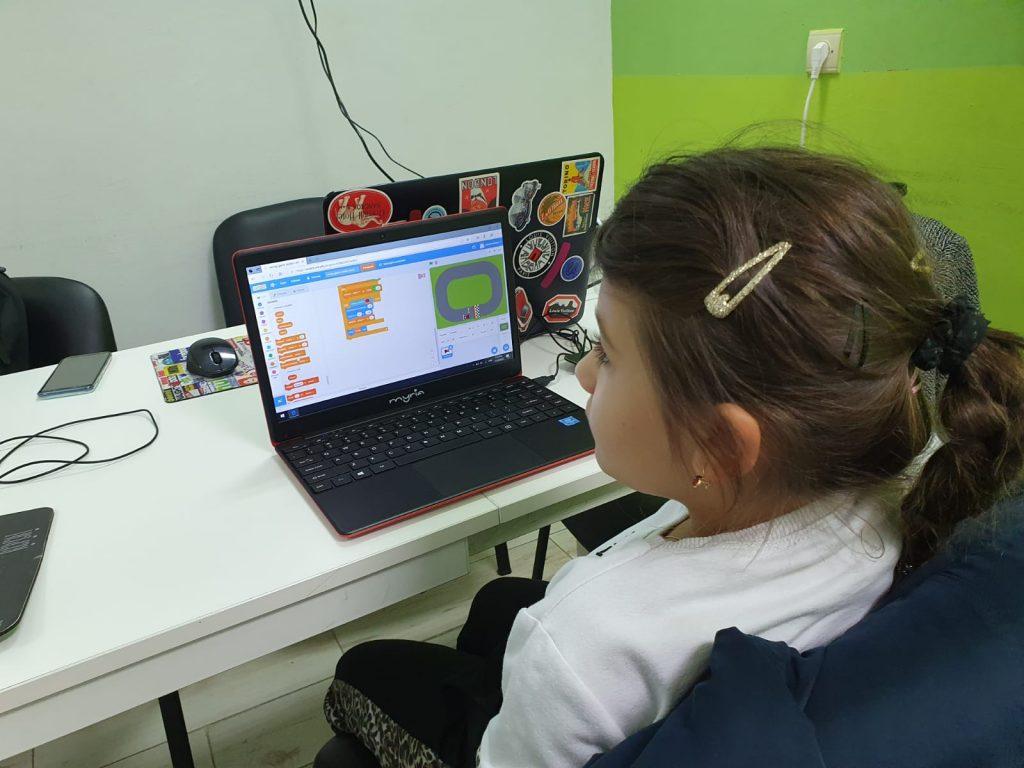 curs-programare-copii-cu-iotesa-kids-la-after-school-adventures-timisoara-cursa-de-masini2