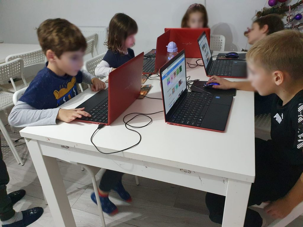 curs-programare-copii-cu-iotesa-kids-la-exploratorii-cunoaterii-timisoara-o-poveste-fantastica1