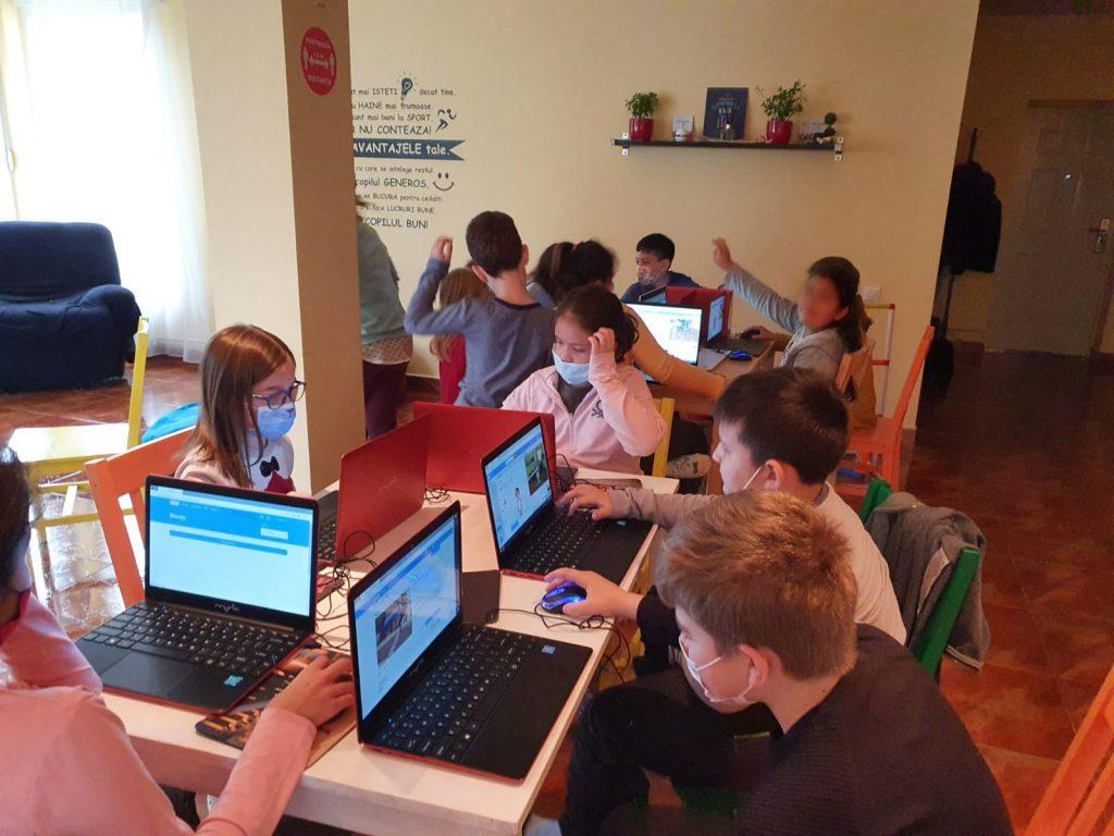 curs-programare-copii-cu-iotesa-kids-la-young-development-hub-dumbravita-imbracatul-personajului1