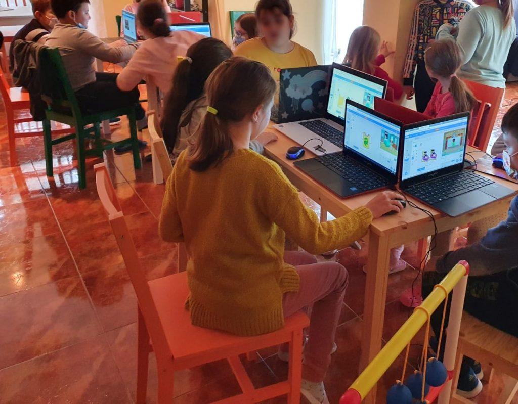 curs-programare-copii-cu-iotesa-kids-la-young-development-hub-dumbravita-imbracatul-personajului2