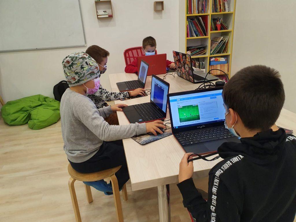 curs-programare-copii-iotesa-kids-la-das-kindernest-afterschool-giroc-alternana-anotimpurilor1