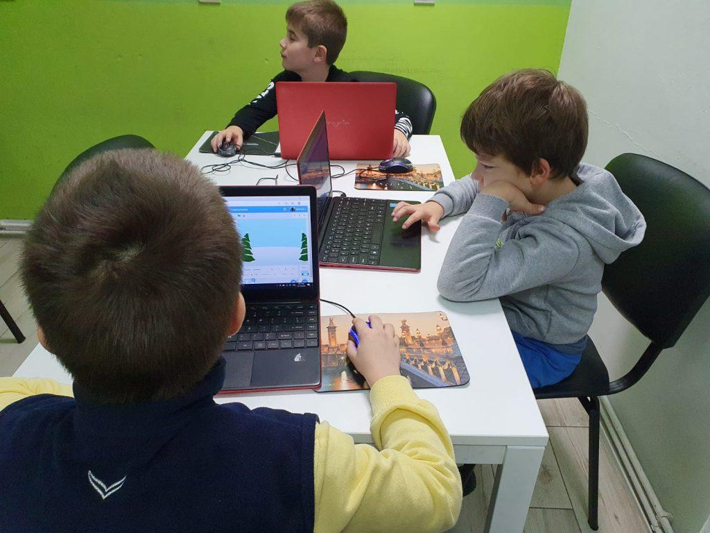 curs-programare-copii-cu-iotesa-kids-la-after-school-adventures-timisoara--felicitare-virtuala-de-craciun2