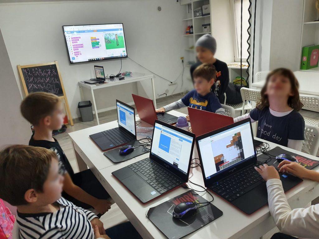 curs-programare-copii-cu-iotesa-kids-la-exploratorii-cunoaterii-timisoara-o-poveste-fantastica2